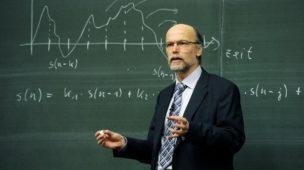Qual a importância do professor na formação do aluno?
