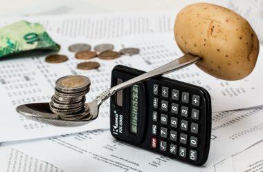 A importância do controle financeiro pessoal para administrar suas contas e começar uma faculdade